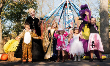 Children and Dutch Wonderland characters at Happy Hauntings