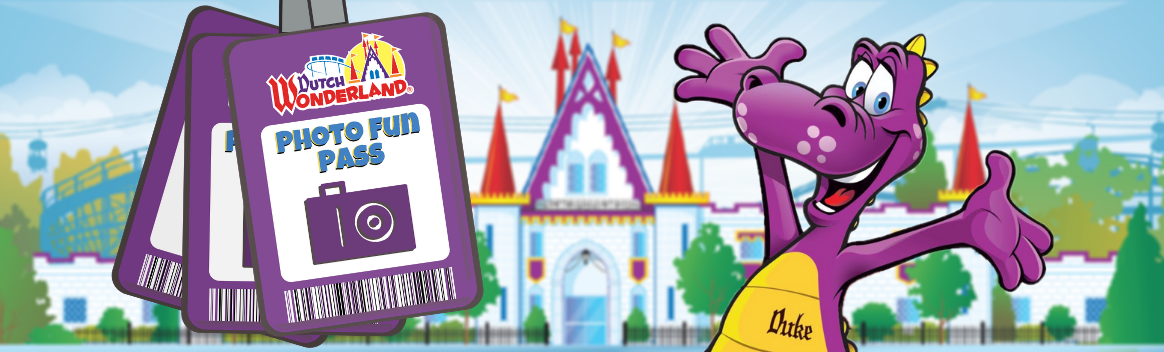Illustration of Photo Fun Pass and Duke the Dragon in front of illustrated Dutch Wonderland castle